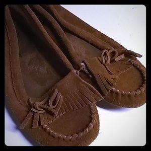 Minnetonka Leather Slippers Mocasins Size 9